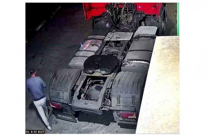 600 Liter üzemanyagot tankolt a nyerges vontatóba, majd fizetés nélkül távozott