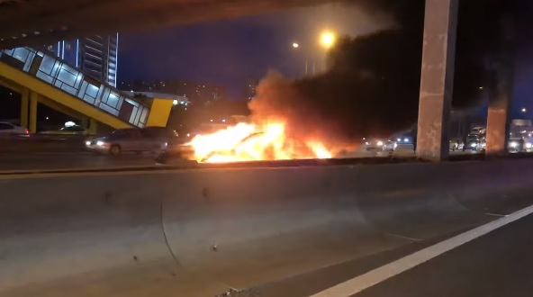 Videó -Önvezető módban karambolozott, majd felrobbant egy Tesla Moszkvában