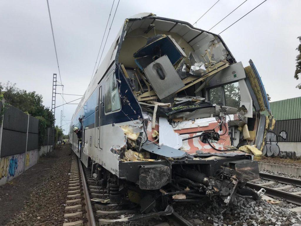 VIDEÓ: Nagyon durva vasúti baleset történt tegnap Prágában