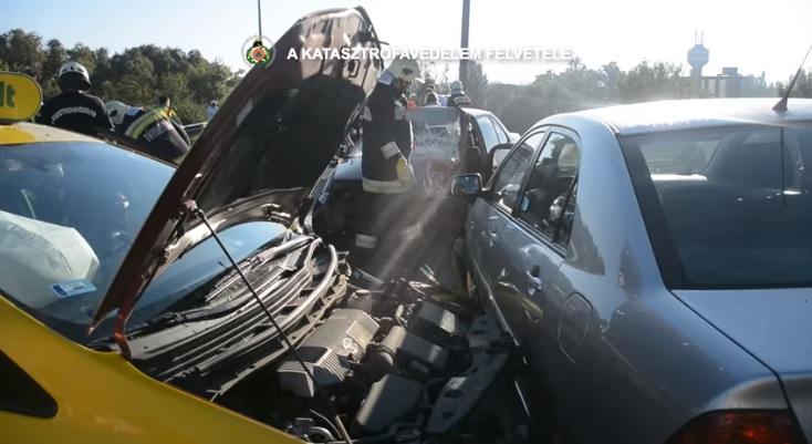 Videó – Durva karambol – Három autó ütközött reggel a Ferihegyi reptérre vezető úton