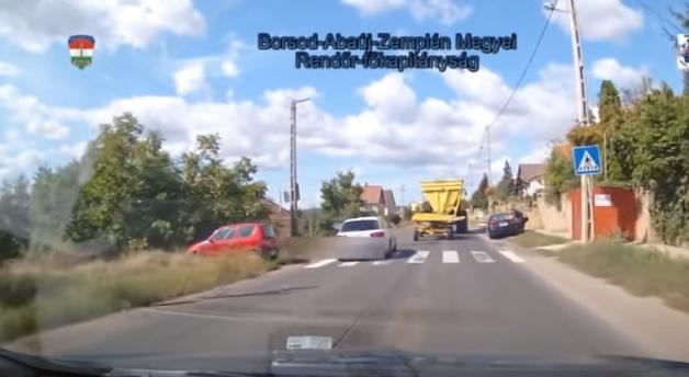 Videó – Ugrott a jogsi 3 hóra – Zebrán előzte meg a rendőrt és a traktort az autós