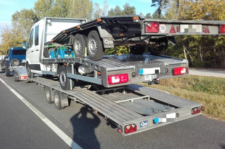 Fotók – Újabb stílusos járműszerelvényt fogtak a rendőrök