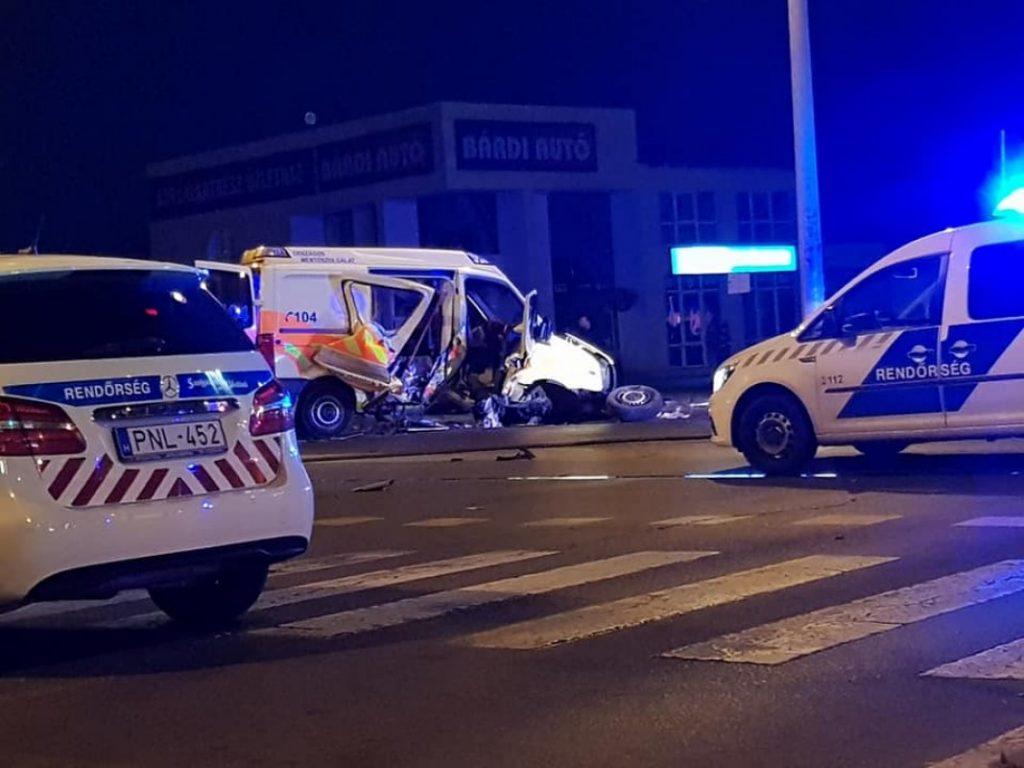 Mentőautó ütközött. Sajnos halálos baleset