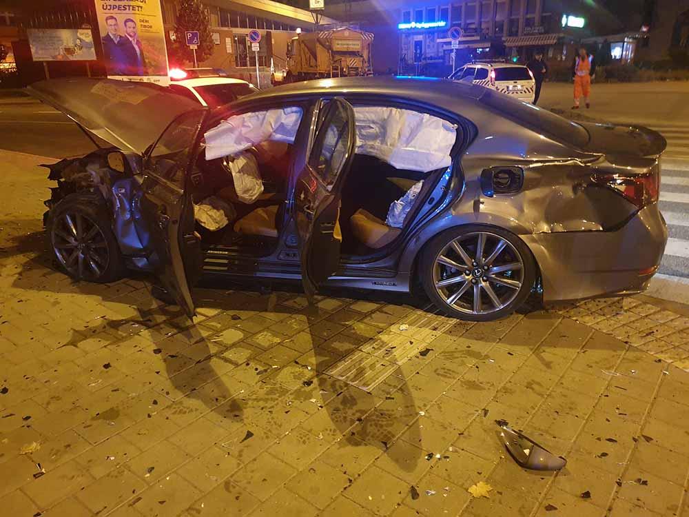 Fotók: Ez a Lexus már nem luxus, ahogy a Volkswagen sem :(