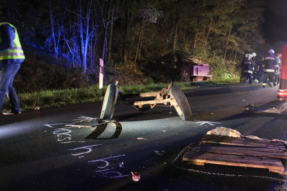 Videó – Furgon rohant bele a kivilágítatlan lovaskocsiba – A balesetben többen is életüket vesztették