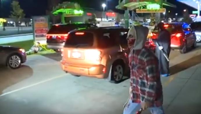 Videó – Horror autómosó, ami után tuti belső takarítás is kell majd