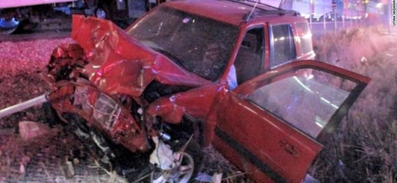 Videó – Pillanatokkal az ütközés előtt szedte ki a sofőrt a volán mögül egy rendőr