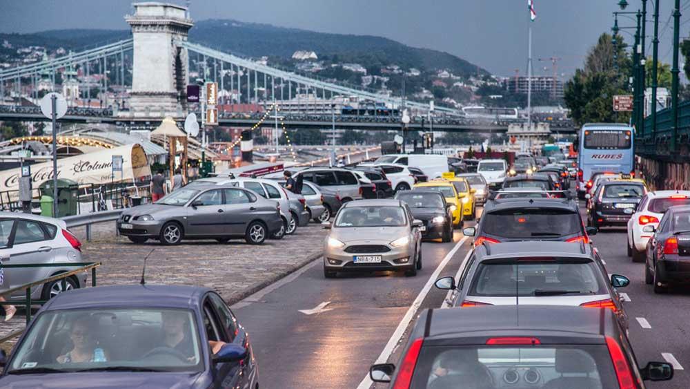 Keményen nekimennek az autós forgalomnak megint egy 73 pontos javaslattal