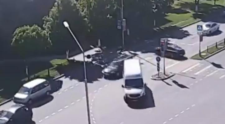 VIDEÓ: Balra kanyarodott, aztán megmagyarázhatatlan dolog történt