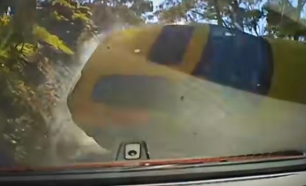 Ilyen elképesztő dashcam felvételt ritkán látunk