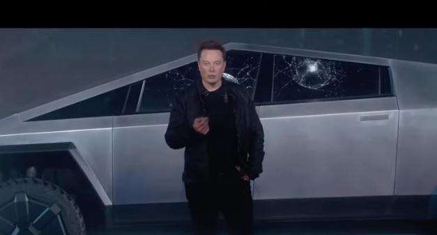 Videó – Lazán betörték a bemutatón a Tesla új törhetetlen üvegét