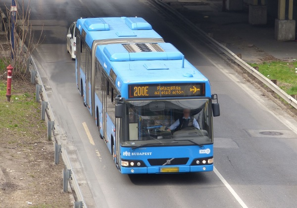 Megint részegen vezetett egy buszsofőr, rendőrt hívtak a ferihegyi járathoz