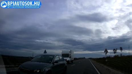 Káprázatosan szép ez a VIDEÓ a borult égboltról. Amíg lehet csodáld te idióta!