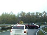 Videó – Eltévesztette az irányt? – Az M1-es egyik lehajtóján forgolódott egy autós