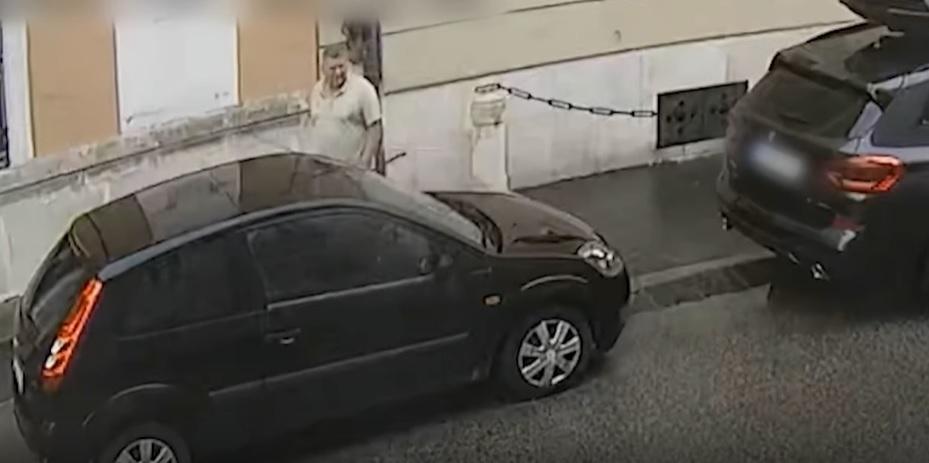Végigkarcolta az autót a várban. Keresi a rendőrség