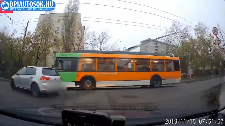 VIDEÓ: Egy ilyen troli 12 tonna utasok nélkül. A nevedben köszönjük meg a buszvezetőnek.