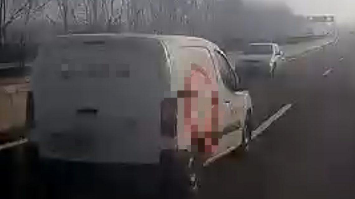 VIDEÓ: Az M2-esen hajtott szembe a forgalommal, kb. 1 órája. Centiken múlt a tragédia
