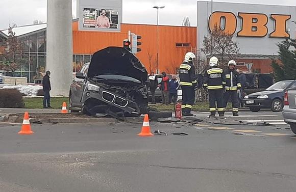 FOTÓK: Csúnyán összeütközött két autó Nyíregyháza belvárosában