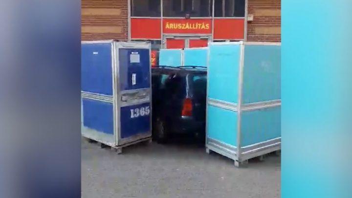 VIDEÓ: Rendhagyó módon büntették meg a Garay téren rossz helyre állt autóst