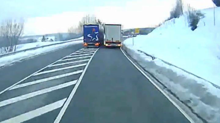 VIDEÓ: Letöltendő börtönre ítélték a kamionost ezért az előzésért