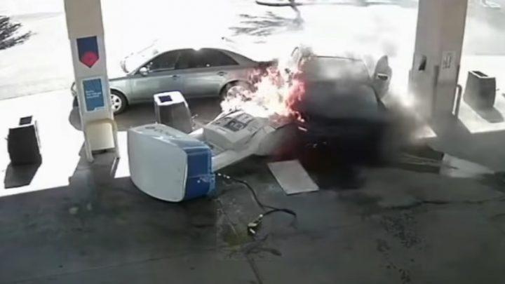 VIDEÓ: A kútoszlop és saját Mustangja is porig égett, de menő volt a manőver