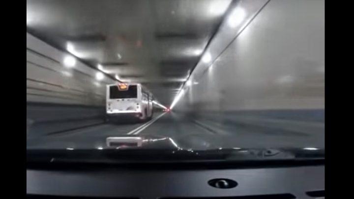VIDEÓ: A New York-i Lincoln alagút, apa és fia gyorsulási verseny közúton, és az eredmény