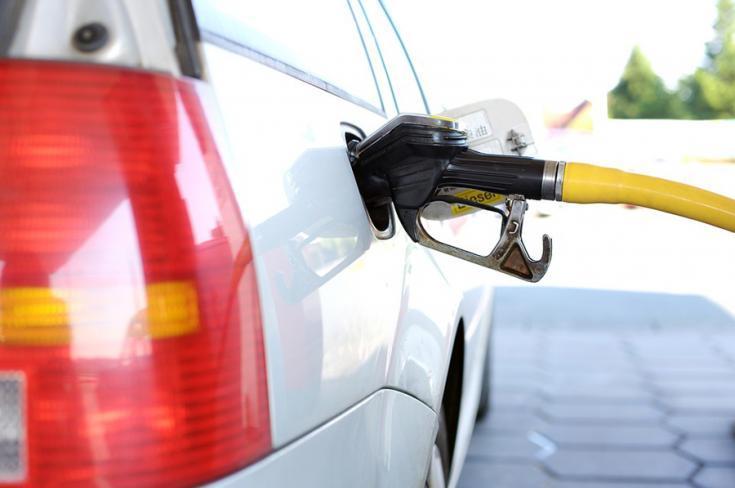 A hónapban már elindult az átállás. E10 benzin para – A régebbi motorokkal tessék vigyázni!