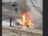 FOTÓK: Teljesen kiégett egy Porsche tegnap a 8. kerületben