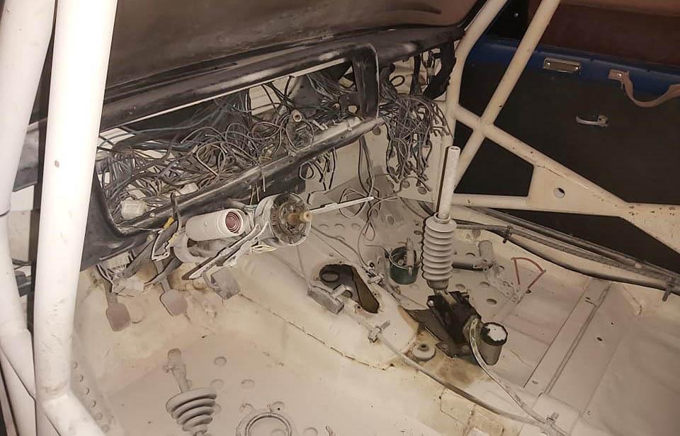FOTÓK: Atomjaira szedték a verseny Ladát a tulaj garázsában Szolnokon