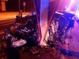 FOTÓK: Barátjával versenyzett, majd villanyoszlopnak csapódott egy autós egy budapesti kórháznál