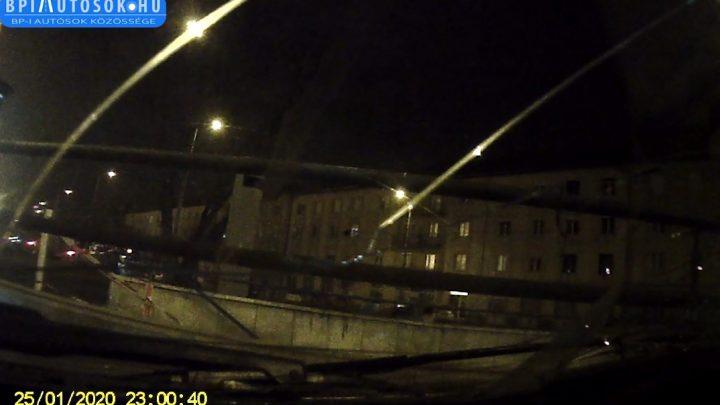 VIDEÓ: Olvasónk a tegnapi, saját belesetével hívja fel a figyelmet a csúszós utakra