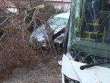 VIDEÓ: Ittas sofőr ütközött egy busszal, ami emiatt egy másik autóval, melynek sofőrje épp egy baleset helyszínéről menekült