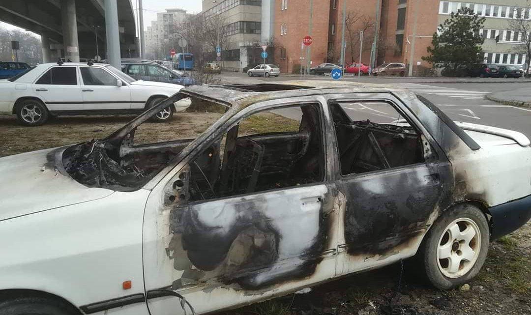 FOTÓK: Teljesen kiégett tegnap egy autó a 20. kerületben