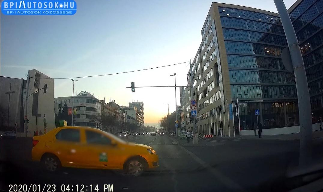 VIDEÓ: Olvasónk a Váci úton jár mindennap. Ezért történnek ott balesetek. – írja