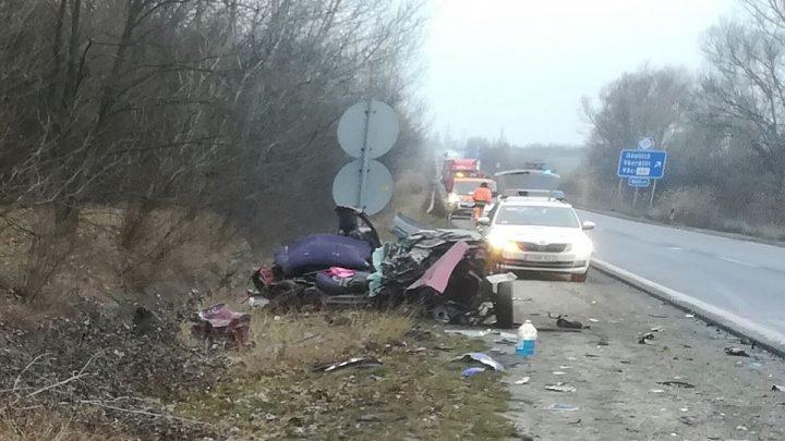 FOTÓK: Durva baleset történt az M2-es autóúton