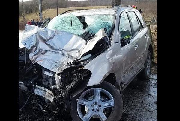 Tragédia, meghalt egy 13 éves fiú, miután ellopta apja autóját és egy fának hajtott
