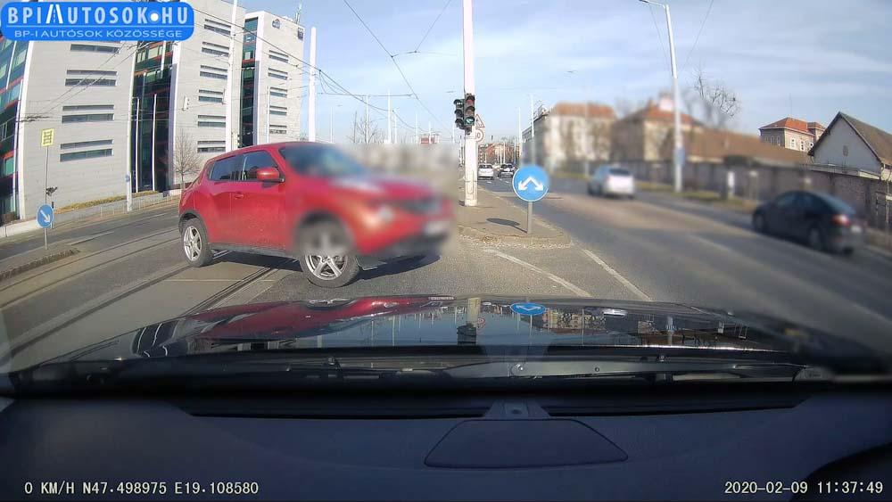 VIDEÓ: Szó szerint úttörő autó ez a maga kategóriájában :-)