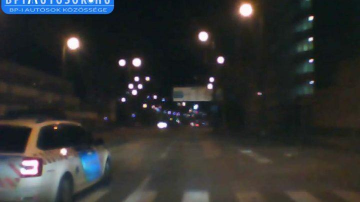 VIDEÓ: Jaj… Ez a rendőr azért meg pofátlan(tan)íthatná magát is :-(