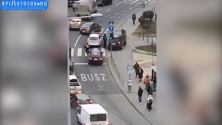 Legalább ezer autóst büntettek meg a buszsáv használat miatt 2019-ben