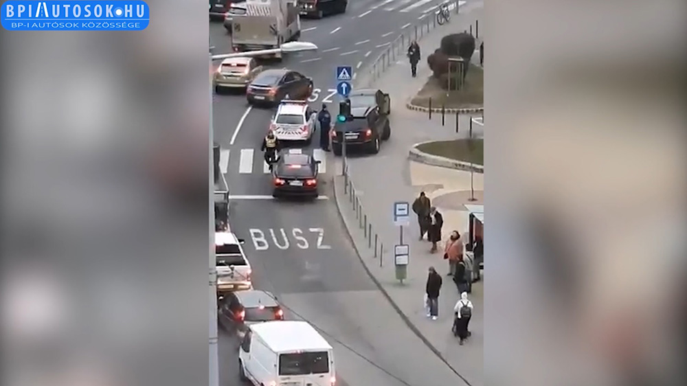 VIDEÓ: Kemény buszsáv razzia volt ma reggel a Kőrösi Csoma Sándor úton