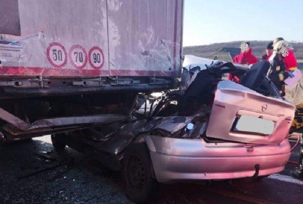 Halálos baleset miatt forgalomkorlátozás van érvényben az M1-es autópályán, Óbarok térségében