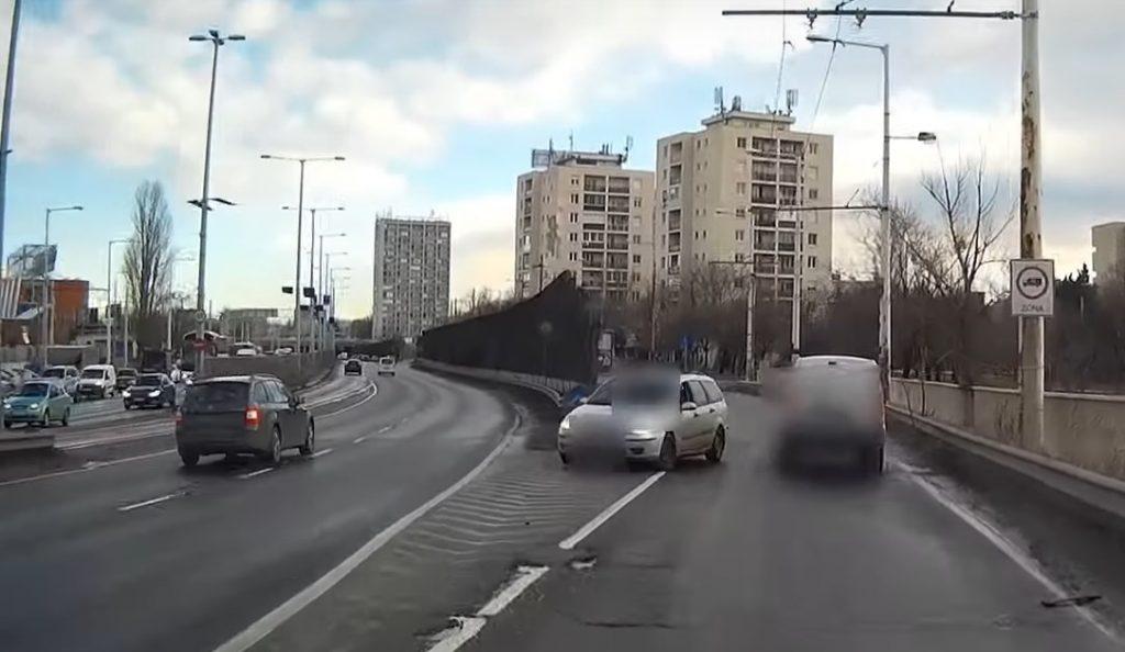 VIDEÓ: Megint nehéz kedd reggele volt valakinek az M3 kivezetőn