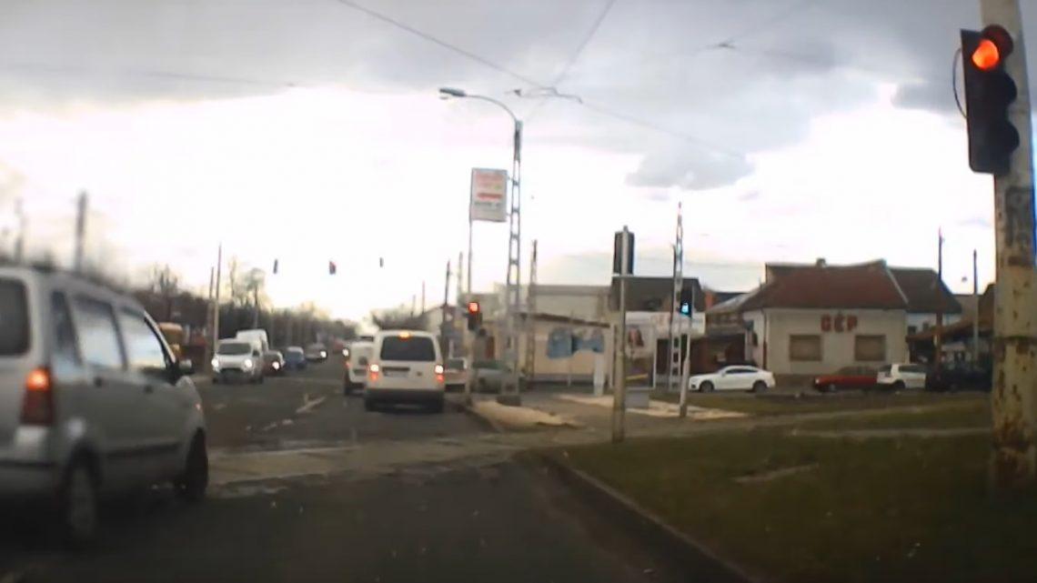 VIDEÓ: Két piros lámpa, villamossín – sürgős dolga lehetett neki is