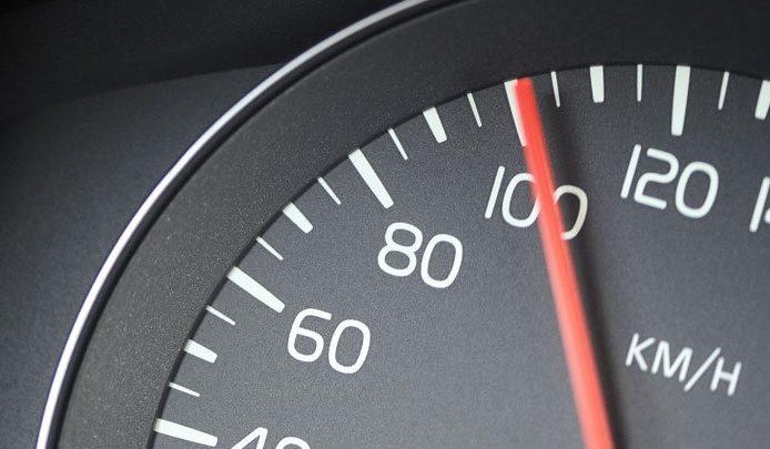 Németországban már akkor is bukod a jogsid, ha legalább 21 km/h-val túlléped a sebességhatárt