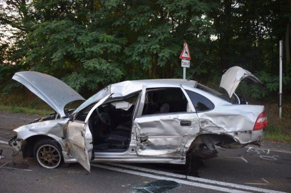 FOTÓK: Barátnője apjának vagánykodott a srác, de balesetezett – A férfi lánya kirepült az autó ablakán