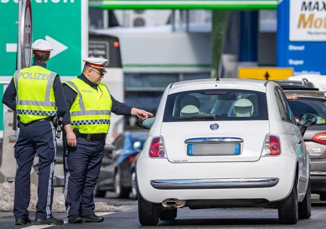 Ausztria megszünteti az ellenőrzést hét határszakaszon