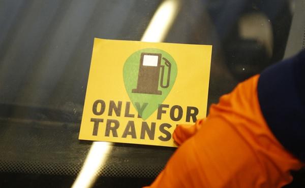 Sárga matricát kap, akit csak tranzitra engedtek be az országba – ők nem hajthatnak le az autópályákról