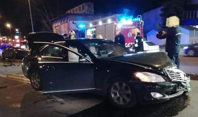 FOTÓK: Két személyautó ütközött össze a Váci úton