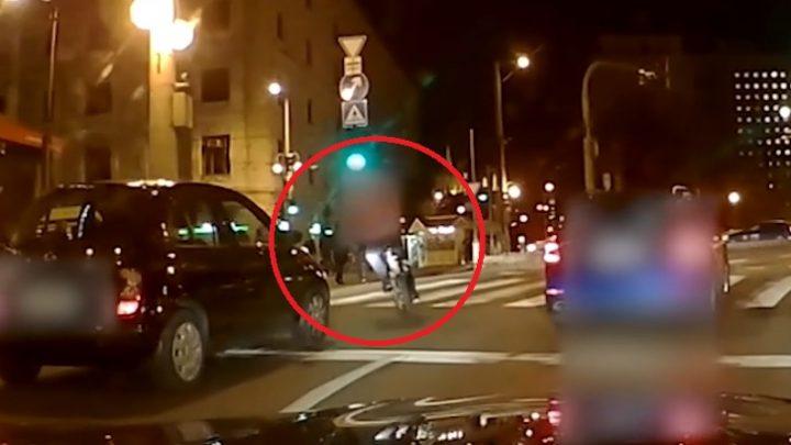 Soha ne csinálj ilyet biciklivel, mert sokak szerint ezért nem lehet rád vigyázni!
