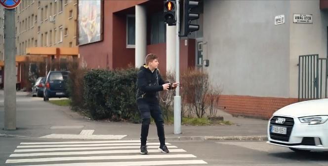VIDEÓ: Ne Te légy a következő – Durva videóval hívja fel a rendőrség a gyalogosok figyelmét